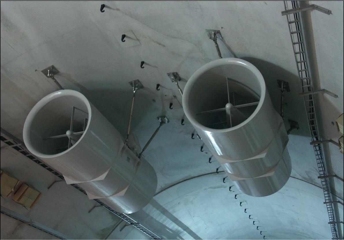 トンネル内の換気を行うジェットファンは落下事故が重大事故につながる重要安全箇所。ジェットファンの高速回転振動で緩むことが出来ない箇所。