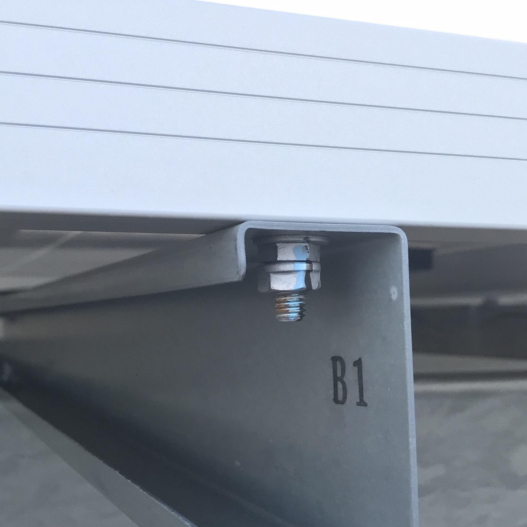 メガソーラー建設 太陽電池モジュール締結