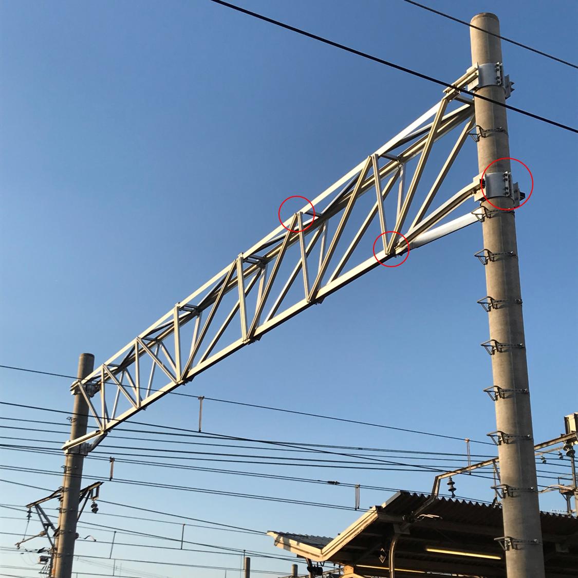 鉄道電車線Vトラスビーム  ゆるみ箇所:鉄道架線柱とのバンド接続部、支持物のジョイント部