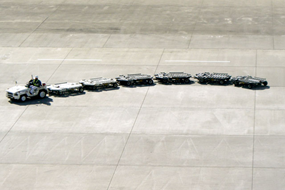 コンテナドーリー ゆるみ箇所:ターンテーブル支持ガイドローラー固定
