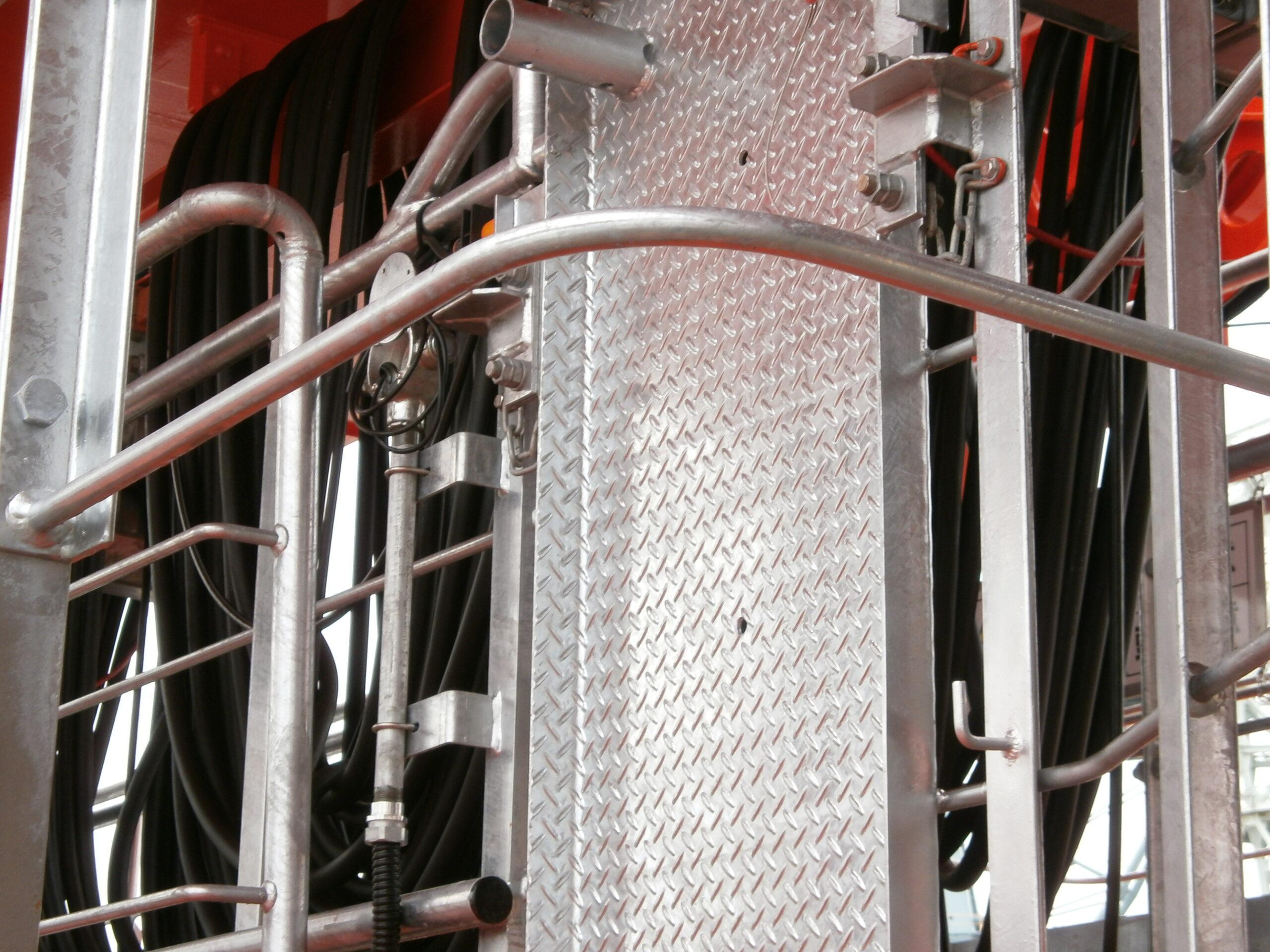コンテナクレーン ゆるみ箇所:構造関係、巻上関係、横行関係、起伏関係、走行関係、付帯装置、電気関係の締結箇所