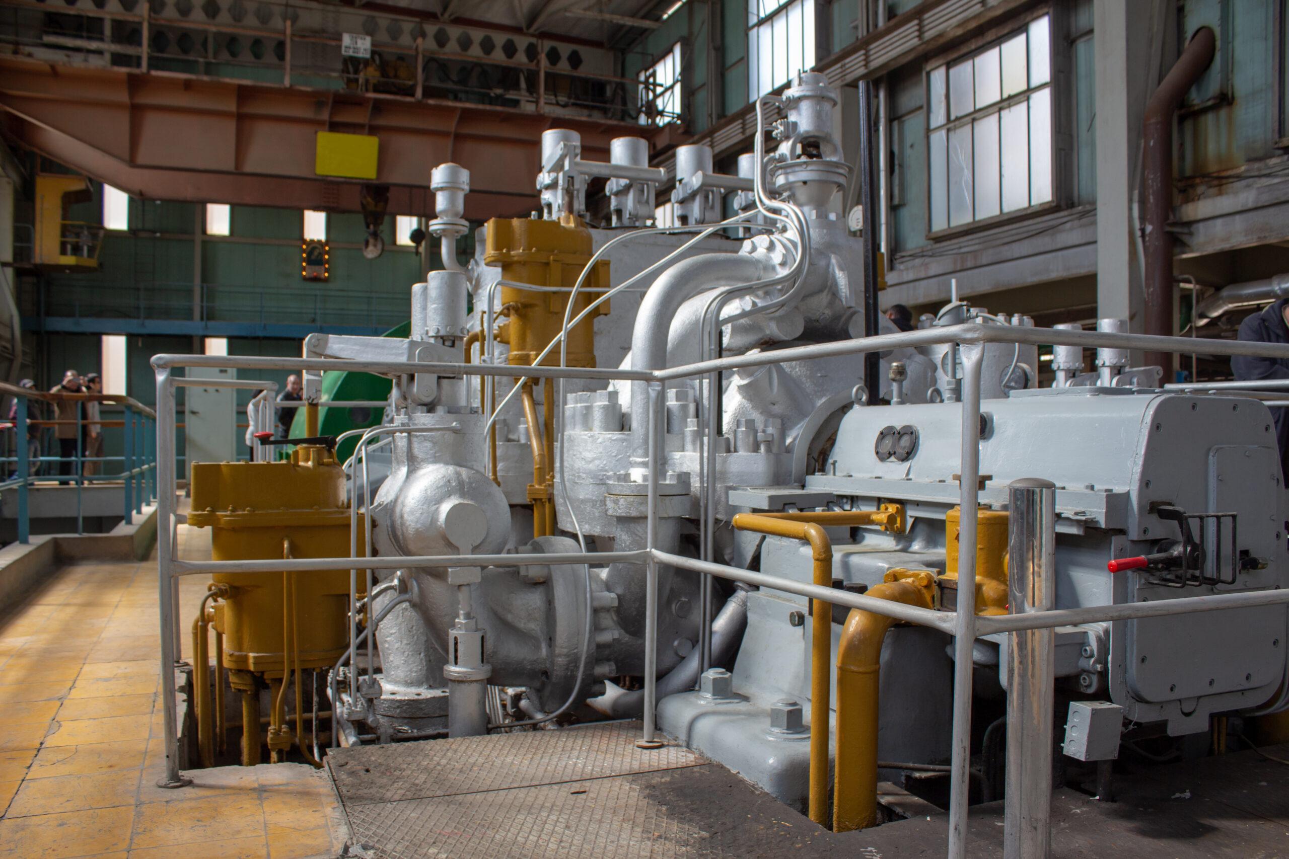 ガスタービン発電 ゆるみ箇所: 抽気配管の配管フランジ部の固定とUボルト固定