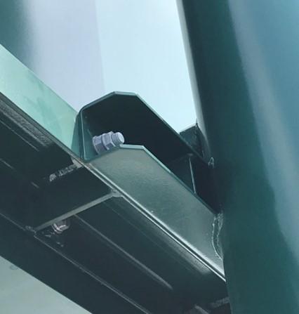 駐車場 エリア情報案内板 ゆるみ箇所:情報案内板のフレーム及び支柱締結部